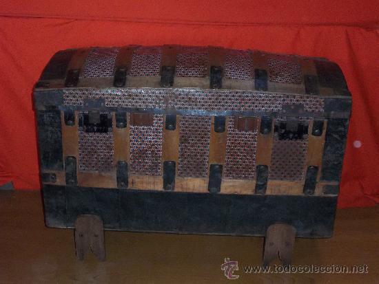 Baul de madera forrado de hojalata con patas ga comprar - Baules antiguos de madera ...
