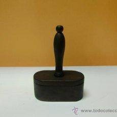 Antigüedades: PIEZA DE MADERA CON MANGO Y SU CAJA . Lote 32110533