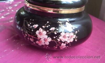 Antigüedades: Preciosa bombonera de opalina negra decorada con pequeñas flores y filos de oro.Italiana. - Foto 2 - 32203692