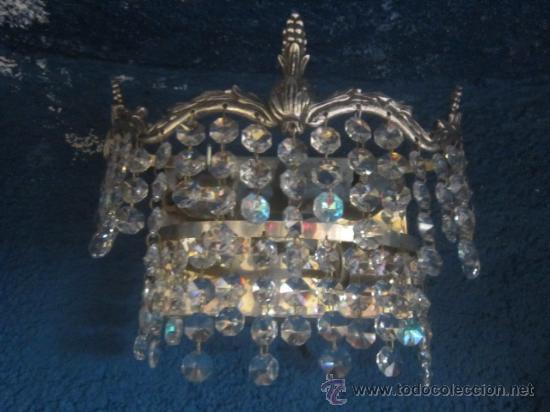 Antigüedades: Bonito aplique en metal plateado con cristales. - Foto 2 - 32210375