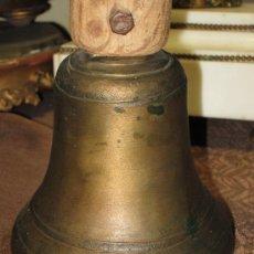Antigüedades: IMPORTANTE CAMPANA ANTIGUA DE PROCESION O MISA. Lote 32933196