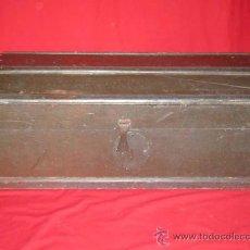 Antigüedades: BAÚL DE USO MILITAR PARA TRANSPORTE DE MUNICIÓN. EN MADERA.. Lote 32223957