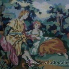 Antigüedades: PRECIOSO CUADRO HECHO A PUNTO DE CRUZ.IMAGEN PAREJA DE ENAMORADOS DE ÉPOCA ENMARCADO. AÑOS 30. Lote 32232851