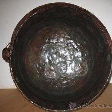 Antigüedades: CALDERO DE COBRE ANTIGUO, CON ASA EN HIERRO FORJADO.. Lote 32288146