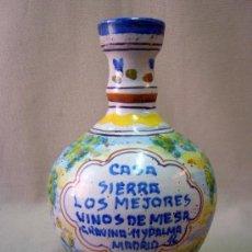 Antigüedades: BOTELLA CERAMICA, TARAVERA, CASA SIERRA, MADRID, VINOS DE MESA, FIRMADO, F. MAYOR, 20 CM. Lote 32306982