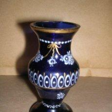 Antigüedades: JARRITO DE CISTAL SOPLADO Y PINTADO ANTIGUO DE LA GRANJA CRISTAL AZUL -8 CM. ALTURA . Lote 32342299