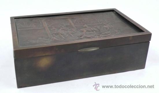 CAJA PURERA DE METAL, CON SOBRE CON CAZADORES, 23 CM ANCHO X 14 CM FONDO X 7 CM ALTO (Antigüedades - Hogar y Decoración - Cajas Antiguas)