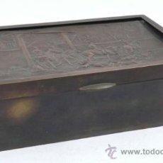Antigüedades: CAJA PURERA DE METAL, CON SOBRE CON CAZADORES, 23 CM ANCHO X 14 CM FONDO X 7 CM ALTO. Lote 32408034
