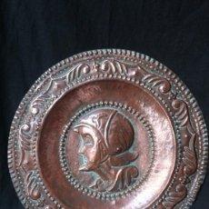 Antigüedades: PLATO DE COBRE CON RELIEVE. Lote 32417849