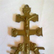 Antigüedades: CRUZ DE CARAVACA DE METAL . Lote 32472808