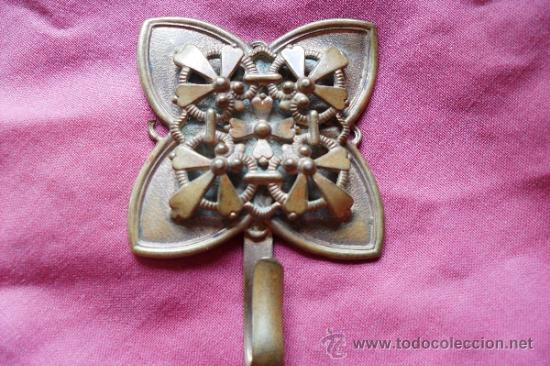 BROCHE METAL DORADO MODERNISTA (Antigüedades - Religiosas - Artículos Religiosos para Liturgias Antiguas)