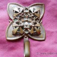 Antigüedades: BROCHE METAL DORADO MODERNISTA. Lote 32494464