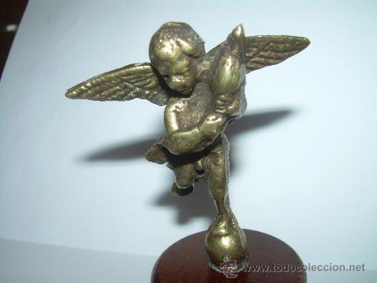 Antigüedades: ANTIGUA Y PEQUEÑA FIGURA ANGEL DE BRONCE SOBRE PEANA DE MADERA. - Foto 2 - 32595386