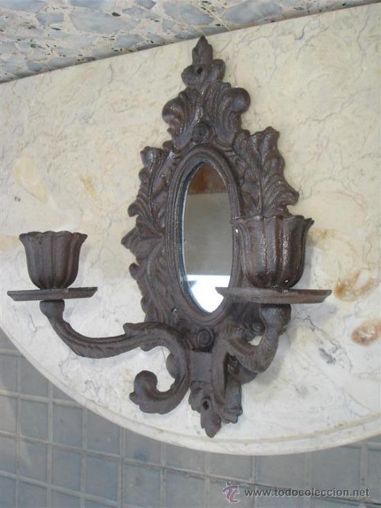 Antigüedades: espejo con candelabros de hierro de forja - Foto 2 - 32610079