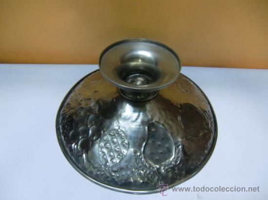 Antigüedades: Frutero metal repujado, frutas. - Foto 2 - 32622985