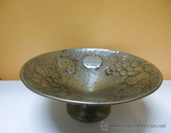 Antigüedades: Frutero metal repujado, frutas. - Foto 3 - 32622985