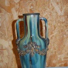 Antigüedades: PRECIOSO JARRÓN ART DECÓ EN PORCELANA Y METAL. Lote 33089275