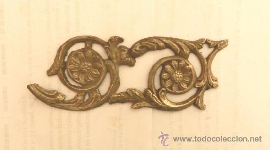 ADORNO DE METAL PARA MUEBLE O COMODA - MEDIDA 17X7 CM (Antigüedades - Muebles Antiguos - Auxiliares Antiguos)