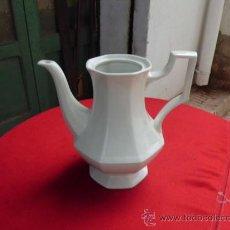 Antigüedades: BONITA CAFETERA DE PORCELANA INGLESA SIN TAPA, ESTILO NEOCLASICO ELEGANTE. Lote 32663068
