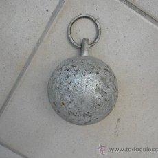 Antigüedades: BOLA HIERRO PARA ATAR LOS ANIMALES EN EL CAMPO. Lote 32679458