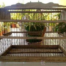 Antigüedades: ANTIGUA JAULA DE MADERA PARA PAJAROS.. Lote 85506443