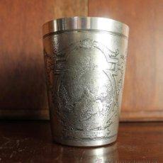Antigüedades: ANTIGUO MAGNIFICO VASO METAL LABRADO LA LECON DE MUSIQUE J. B. HILAIRE REPRODUCCION GRABADO LOUVRE. Lote 32724615