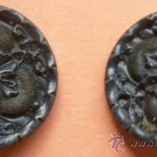 Oggetti Antichi: 2 BOTONES ANTIGUOS LATONADOS. 2 CM DE DIÁMETRO. Lote 32733746