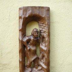 Antigüedades: TALLA EN MADERA- COMERCIANTE ANTE SU NEGOCIO. Lote 32761399