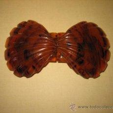 Antigüedades: ANTIGUA HEBILLA PLASTICO DURO IMITANDO CAREY . Lote 32807611