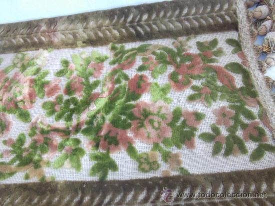 Antigüedades: antiguo mantel religioso bordado de terciopelo, de principios de siglo, mide 45 cm x 26 cm - Foto 3 - 32815185