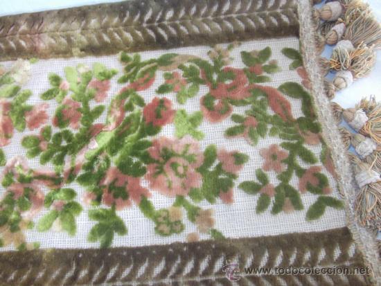 Antigüedades: antiguo mantel religioso bordado de terciopelo, de principios de siglo, mide 45 cm x 26 cm - Foto 5 - 32815185