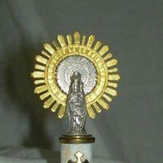 Antigüedades: PRECIOSA VIRGEN DEL PILAR EN METAL PLATEADO SOBRE COLUMNA DE ALABASTRO. Lote 32840441