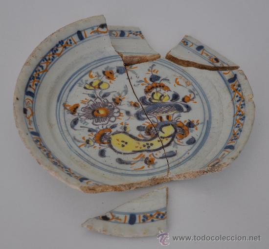 LOZA DE TRIANA DE RAMILLETE DEL SIGLO XVIII. (Antigüedades - Porcelanas y Cerámicas - Triana)