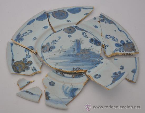 LOZA DE TRIANA DEL SIGLO XVIII. PLATO DE MEDALLÓN CIRCULAR AZUL. (Antigüedades - Porcelanas y Cerámicas - Triana)