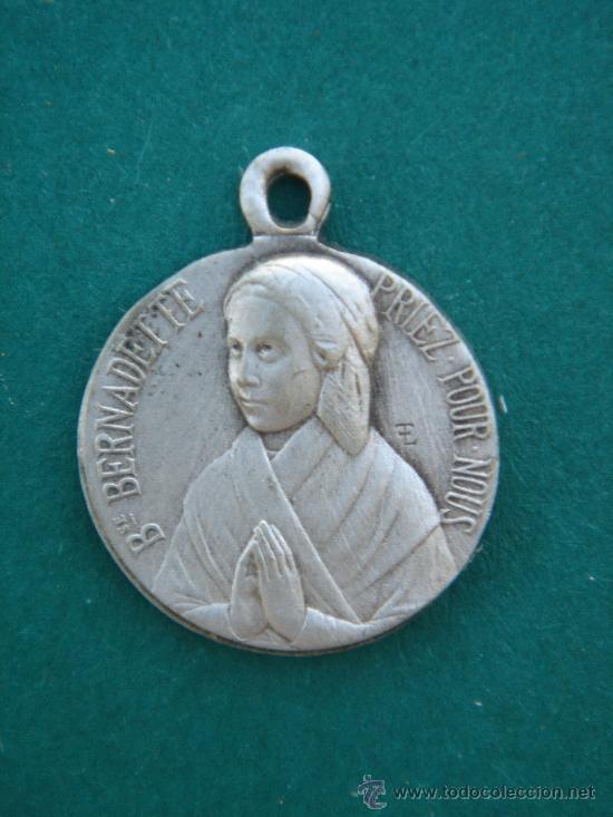 MEDALLA RELIGIOSA ANTIGÜA EN PLATA CONTRASTADA -BSE. BERNADETTE-. 1,95 CMS DE LONGUITUD. (Antigüedades - Religiosas - Medallas Antiguas)