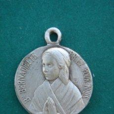 Antigüedades: MEDALLA RELIGIOSA ANTIGÜA EN PLATA CONTRASTADA -BSE. BERNADETTE-. 1,95 CMS DE LONGUITUD.. Lote 32927917