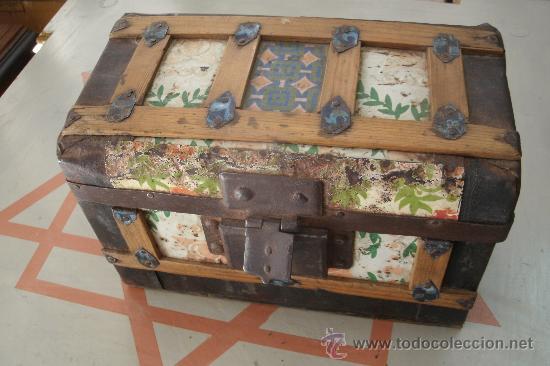 Antiguo baul cofrecito original del siglo xix comprar - Baules antiguos de madera ...