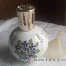 Antigüedades: PERFUMERO LAMPE BERGER COLECCIÓN PORCELANA DE CHANTILLY TAPÓN METAL DORADO.COMPLETA .. Lote 32936104