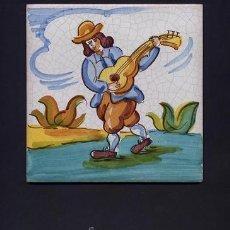 Antigüedades: ANTIGUO AZULEJO DE ARTES Y OFICIOS DE 15 X 15 CMS. PINTADO A MANO - AÑOS 60 - GUITARRERO. Lote 32936865