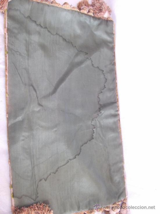 Antigüedades: antiguo mantel religioso bordado de terciopelo, de principios de siglo, mide 45 cm x 26 cm - Foto 6 - 32815185