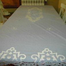 Antigüedades: COLCHA MATRIMONIO BORDADA A MANO. Lote 33068918
