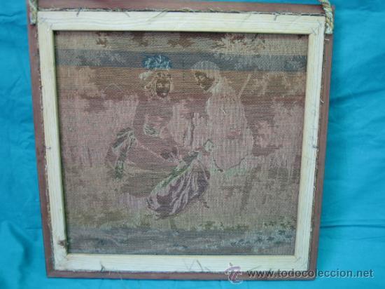Antigüedades: Tapiz de excena romantica. Medidas 45x44´5 cm. Tapiz 43x41cm - Foto 5 - 33082619