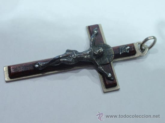 CRUCIFIJO COLGANTE DE ROSARIO (Antigüedades - Religiosas - Crucifijos Antiguos)