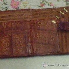 Antigüedades: ANTIGUA CARTERA BILLETERO EN PIEL DE COCODRILO.. Lote 33228693