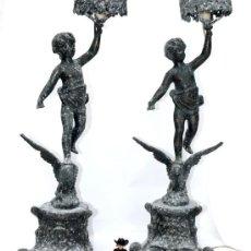 Antigüedades: ENORME PAREJA DE CANDELABROS IGLESIA ? LAMPARAS ANTIGUAS BRONCE PATINADO SOBRE CALAMINA. Lote 33234686