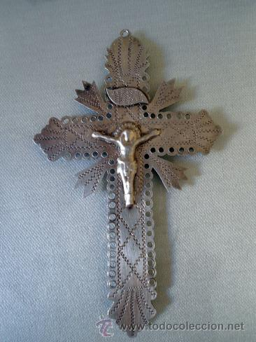 PRECIOSO CRUCIFIJO ANTIGUO REALIZADO EN PLATAY TALLADO A MANO,DESCONOZCO LA EPOCA (Antigüedades - Religiosas - Crucifijos Antiguos)