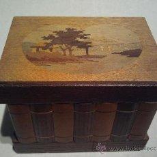 Antigüedades: CAJA DE MARQUETERÍA SIMULANDO LIBROS, CON CAJÓN SECRETO. Lote 33255018