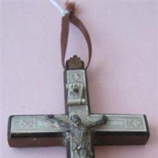 Antigüedades: CRUZ DE NACAR .. BASE MADERA Y CRISTO METAL. Lote 33258163