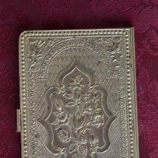 Antigüedades: FANTASTICO E INUSUAL MONEDERO EN METAL DORADO FECHADO 1869. Lote 33380018