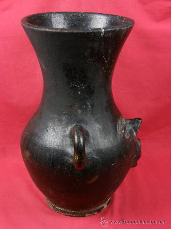 Antigüedades: Jarrón de barro negro con asas circulares y rostro grotesto años 40/50 - Foto 4 - 33416886